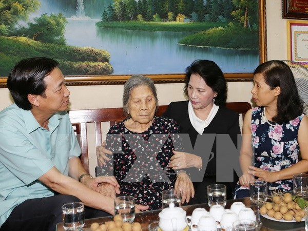 NA Chairwoman pays tribute to fallen soldiers hinh anh 1