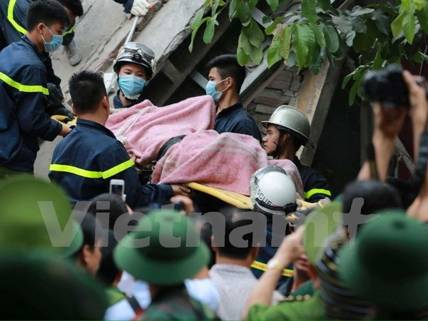 Last victim of building collapse in Hanoi found dead hinh anh 1