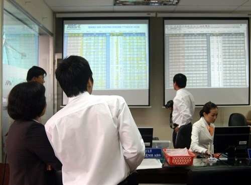 Shares rise on Vinamilk and FPT gains hinh anh 1
