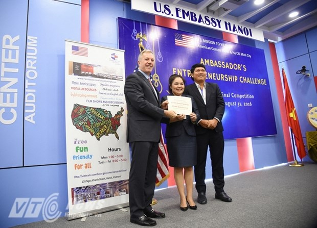 US Ambassador awards start-up projects in Vietnam hinh anh 1