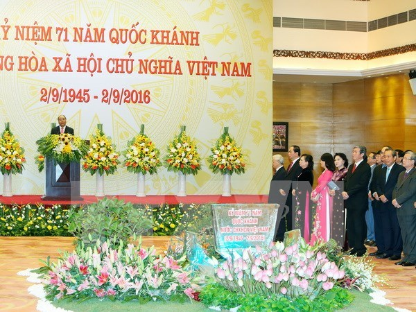 Prime Minister hosts banquet on National Day hinh anh 1
