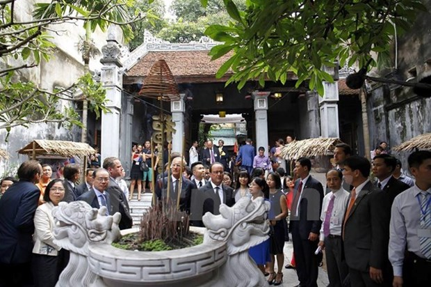 French President hails preservation of Hanoi Old Quarter hinh anh 1