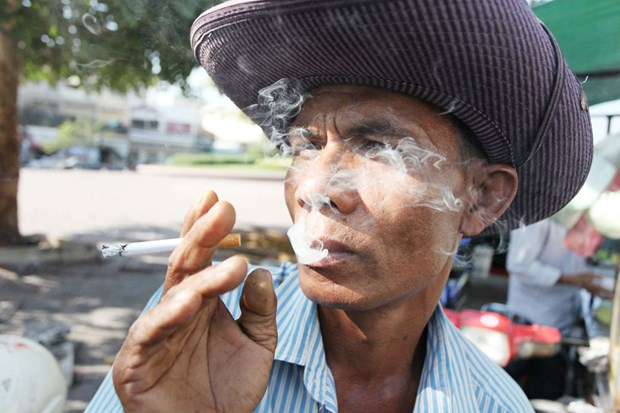 Cambodia launches campaign against smoking in tourist city hinh anh 1