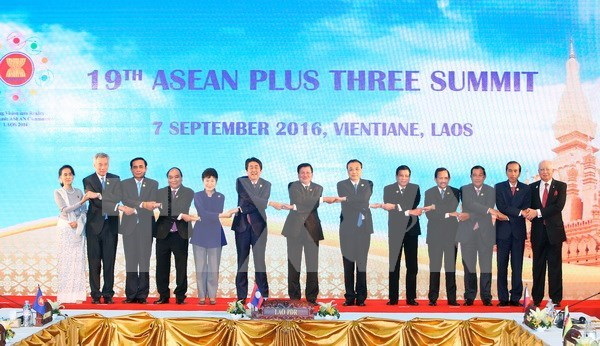 ASEAN+3 leaders vow to promote sustainable development hinh anh 1