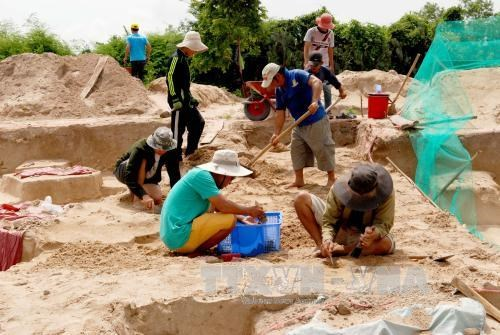 Ancient tombs excavated in Binh Thuan Province hinh anh 1