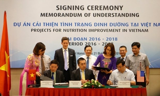 Health Ministry, Abbott shake hands for nutrition improvement hinh anh 1