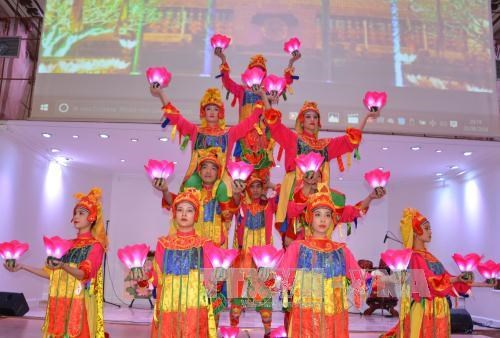 Vietnam promotes tourism in France hinh anh 1