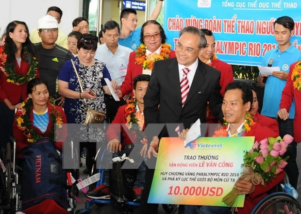 Paralympic delegation returns home from Rio hinh anh 1
