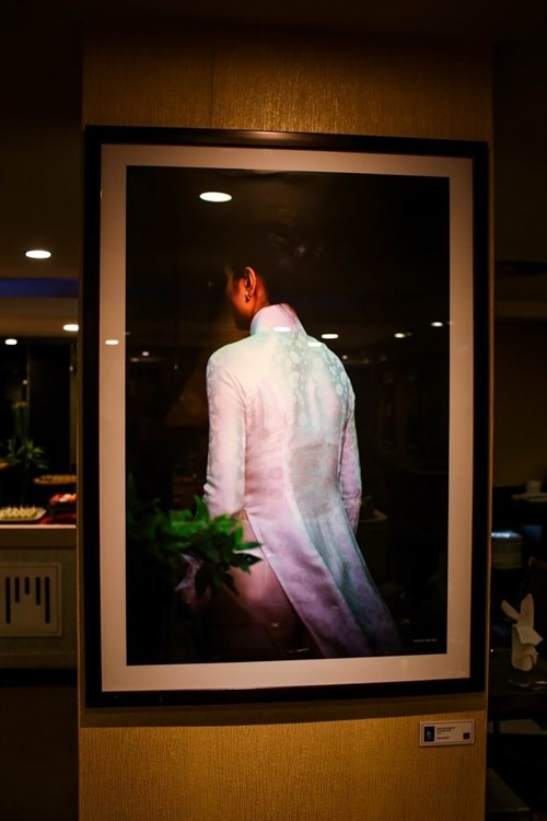 Photographic images of women displayed in HCM City hinh anh 1