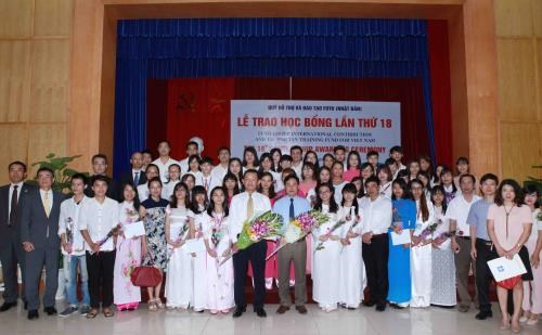 Fuyo scholarships awarded to 80 outstanding students hinh anh 1