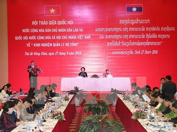 Vietnam, Laos share experience in public debt management hinh anh 1