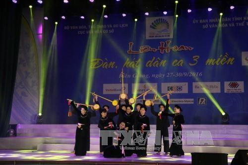 Folk music festival kicks off in Kien Giang hinh anh 1