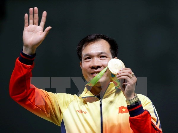 Shooting star remains top in men 10m air pistol hinh anh 1