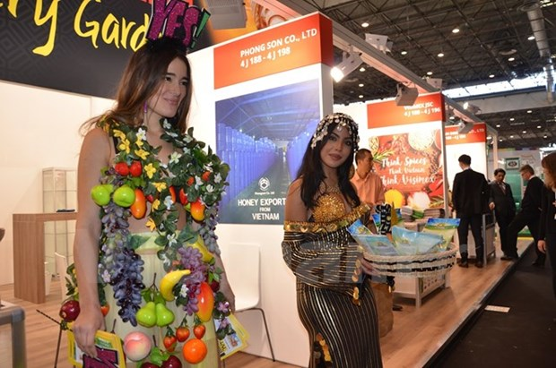 Vietnam's food products introduced to French customers hinh anh 1