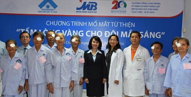 HCM City association brings light to 500,000 poor patients hinh anh 1