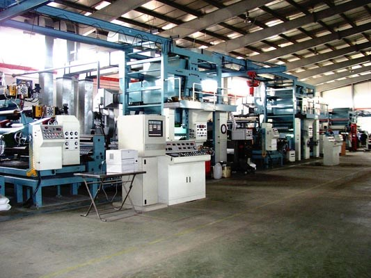 Large machinery imports reflect increasing investment in manufacturing hinh anh 1