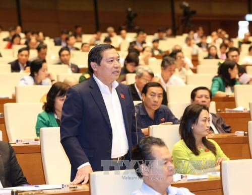 Voters voice opinions on urgent issues hinh anh 1