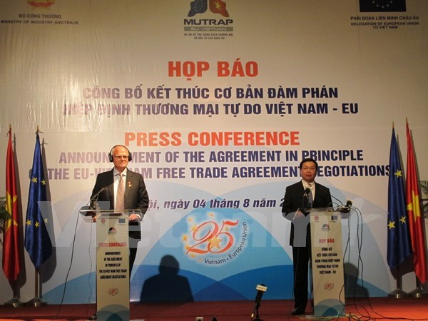 Vietnam, EU basically end negotiations on bilateral FTA hinh anh 1