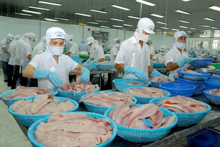 Stock exchange delists 26 firms in first half of year hinh anh 1