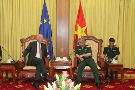 Vietnam keen to boost defence ties with EU: officer hinh anh 1