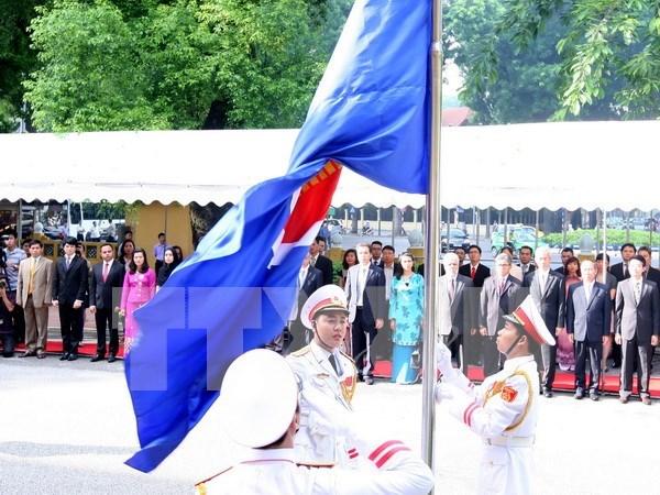 Flag raised in Hanoi to mark ASEAN founding anniversary hinh anh 1