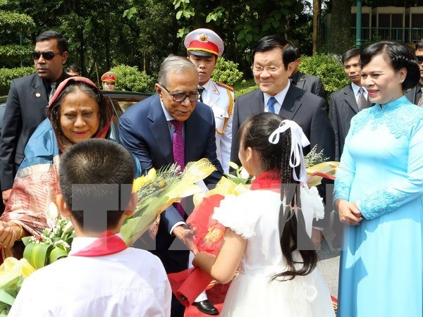 Bangladeshi President rounds off State visit to Vietnam hinh anh 1