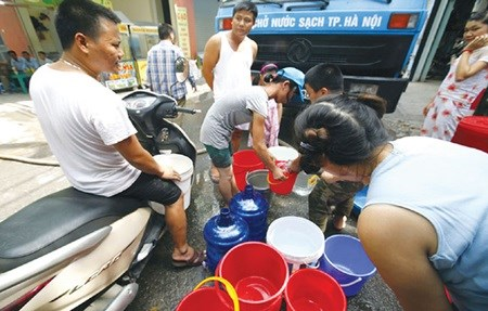 Clean water shortage in Hanoi pending new pipeline hinh anh 1