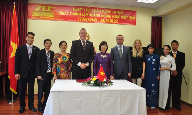 Support for Vietnamese IT business in Slovakia hinh anh 1