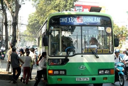Bus transport still unpopular in HCM City hinh anh 1
