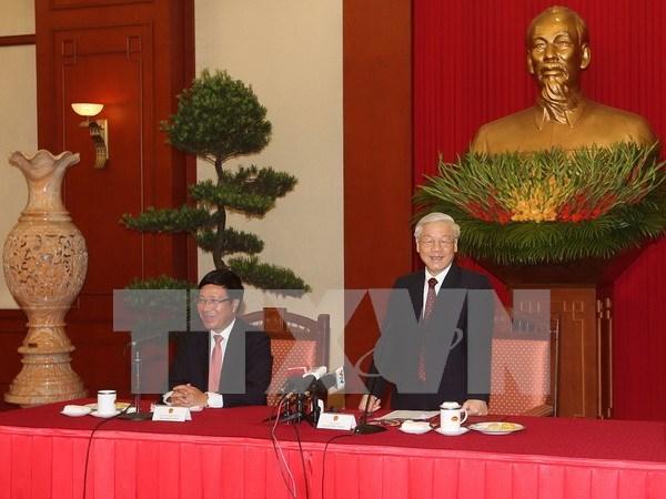 Party leader meets veteran, incumbent diplomats hinh anh 1