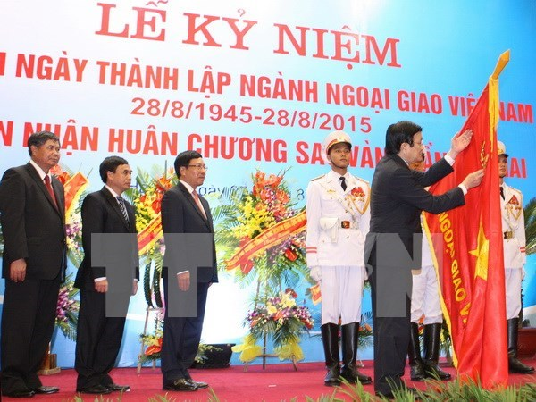Diplomatic sector receives noblest order for 70-year dedication hinh anh 1