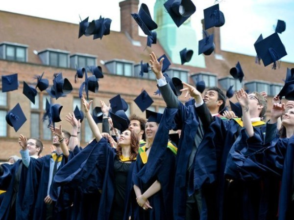 More Australian students to study in Vietnam hinh anh 1