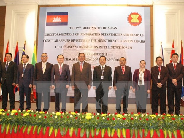 ASEAN officials gather in Cambodia to tackle cross-border crimes hinh anh 1
