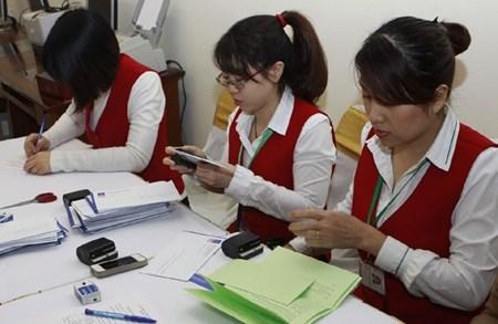 Banks lead Vietnamese market rebound hinh anh 1