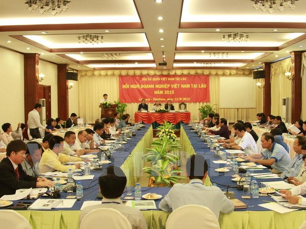 Vietnamese investors updated on Vietnam-Laos trade agreements hinh anh 1