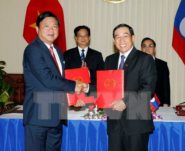 Vietnam, Laos ink MoU on transport cooperation hinh anh 1