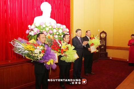 Lao officers honoured for boosting public security ties hinh anh 1