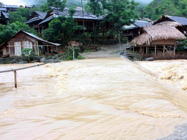 Downpours play havoc with Nghe An, Ca Mau, Kien Giang provinces hinh anh 1