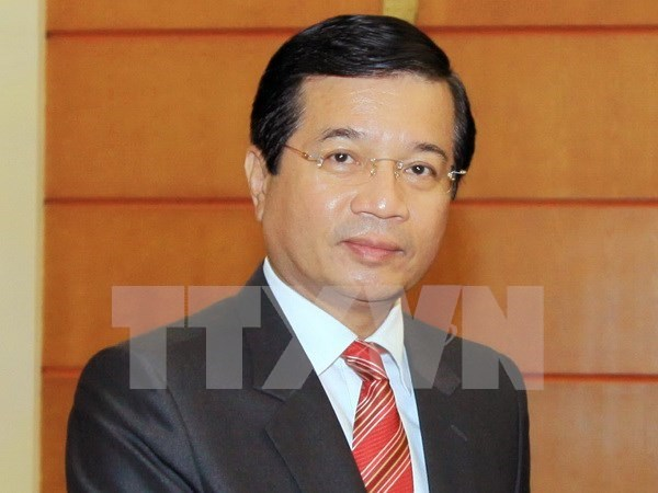 Lao Ambassador honoured with friendship insignia hinh anh 1