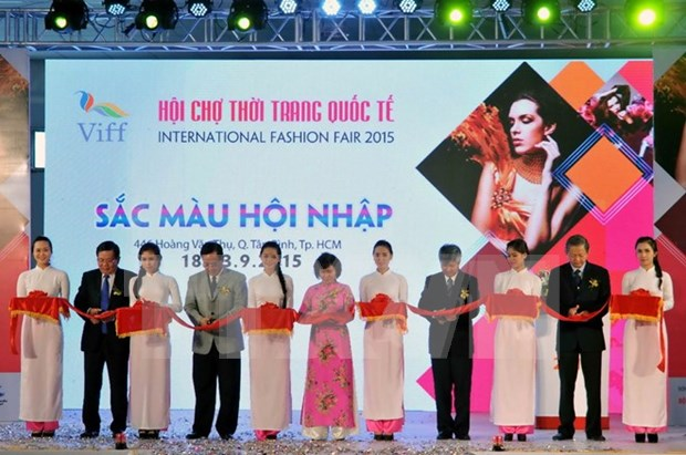 International fashion fair opens in HCM City hinh anh 1