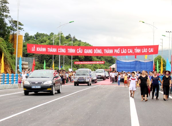 Lao Cai launches 7th bridge crossing Red River hinh anh 1