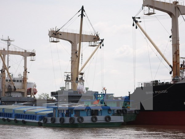 Vinalines to slash stakes in two major ports hinh anh 1