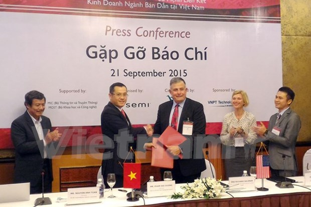 Hoa Lac Hi-tech Park inks deal with int'l semiconductor association hinh anh 1