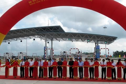 Deputy PM launches Hanoi-Hai Phong expressway section hinh anh 1