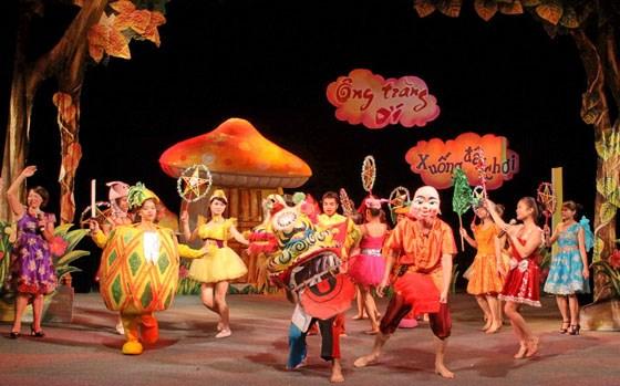 Overseas Vietnamese children enjoy Mid-Autumn festival hinh anh 1