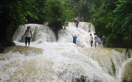 Exploring one of Vietnam's most special waterfalls hinh anh 1