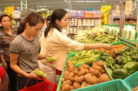 Retail, services sales hit 110 billion USD hinh anh 1