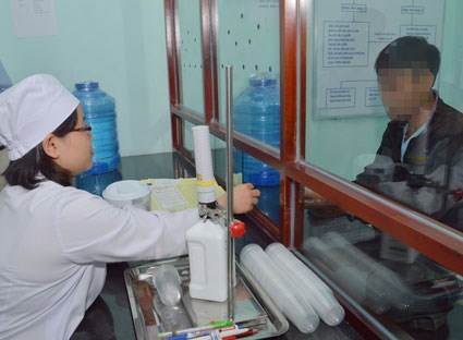 Funding shortage hinders Vietnam's HIV/AIDS fight hinh anh 1