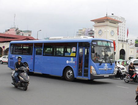 New public bus lines to Tan Son Nhat airport to be added hinh anh 1