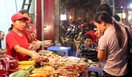 Street food safety sees marked improvement hinh anh 1